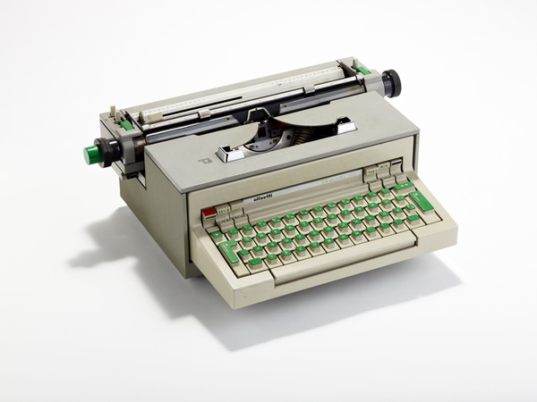 Praxis 48 Electric typewriter